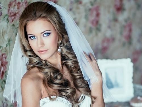Свадебная прическа с фатой