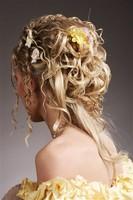 Свадебная прическа на короткие волосы с шиньоном