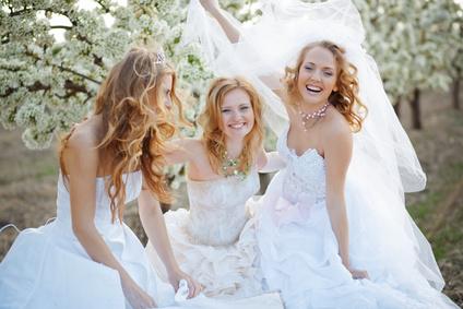 Невесты, платья и свадебные прически