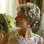 Свадебная прическа на короткие волосы с цветочками