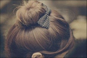 Прически на длинные волосы пучок гулька