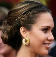 Прическа на средние волосы косичка-ободок