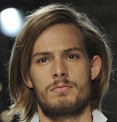 Прически на средние волосы мужские каре