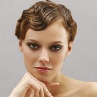 Вечерние прически на короткие волосы ретро