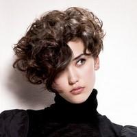 Прически на кудрявые короткие волосы