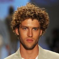 прически для кудрявых волос мужские