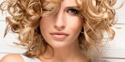 Прически на кудрявые средние волосы
