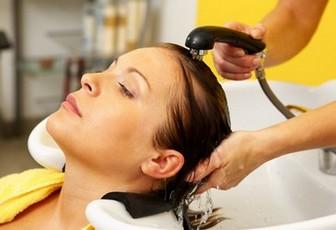 Смывание краски для волос